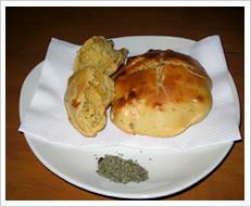 くるみとバジルの簡単パンケーキ